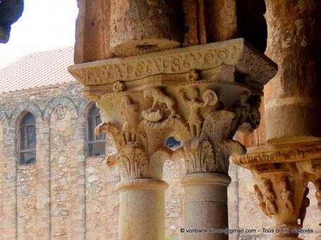 Cloître des Bénédictins (Monreale) : Un lion s'approche d'un cerf (Chapiteau (XIII°)) - Sicile - Italie
