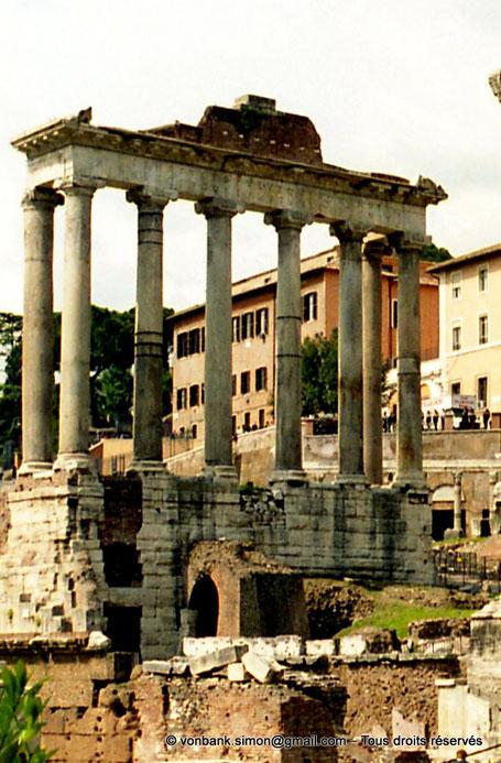 Rome - Forum Romanum : Temple de Saturne - Italie