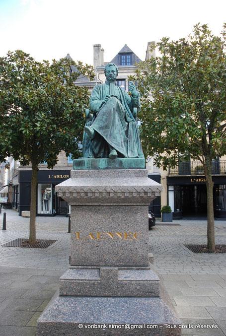 29 - Quimper : Statue de Laënnec (Eugène-Louis Lequesne - XIX°) - Finistère - France