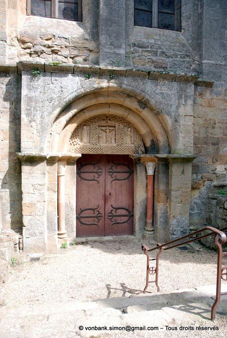 F - 11 - Fontfroide : Porte romane d'entrée de l'abbatiale