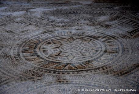 GR - Crète - Argyroupoli : Mosaïque romaine (III° siècle) - Sol d'une pièce de thermes (?)