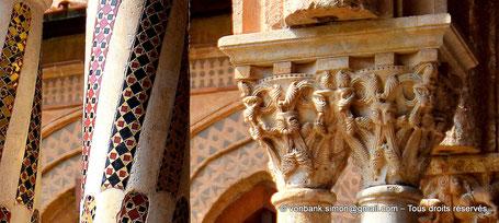Cloître des Bénédictins (Monreale) : Chapiteau à nœuds (Chapiteau (XIII°)) - Sicile - Italie