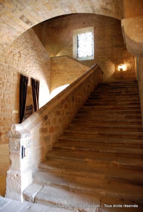 F - 11 - Fontfroide : Depuis la ruelle des Convers, Grand escalier menant au dortoir des Convers