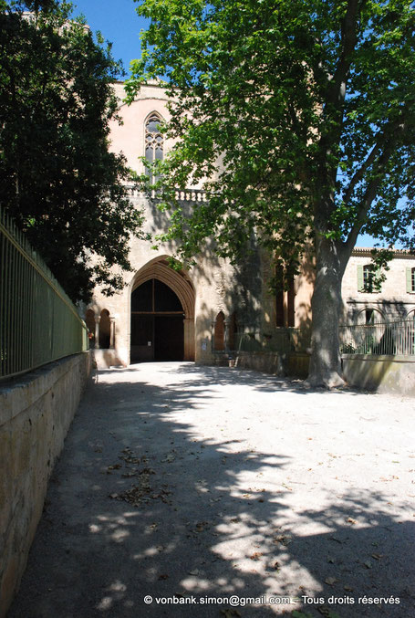34 - Villeveyrac - Valmagne : Porche (Façade occidentale de l'église) - France - Hérault