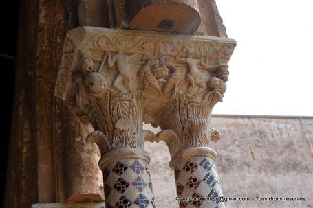 Cloître des Bénédictins (Monreale) : Aigles qui mangent dans le vase spirituel (Chapiteau (XIII°)) - Sicile - Italie