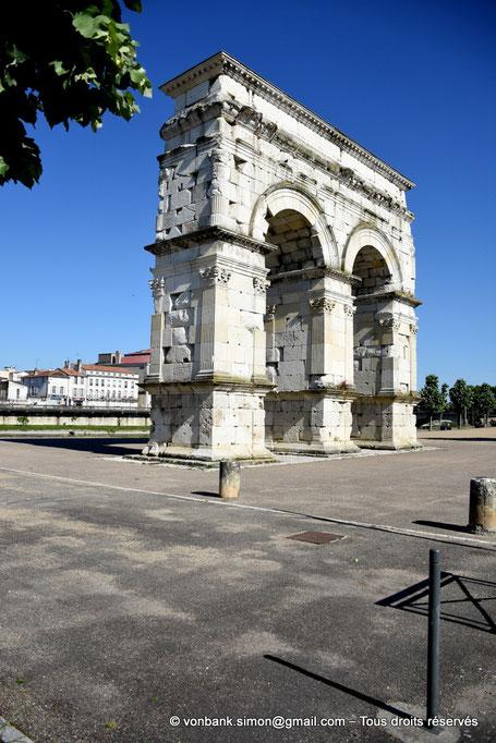 Saintes (Mediolanum Santonum) : L'arc votif (1er siècle)