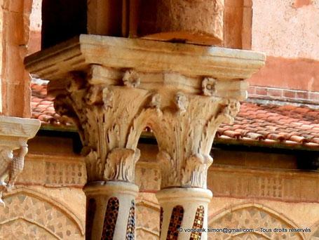 Cloître des Bénédictins (Monreale) : Chapiteau ornemental classique en style corinthien avec rosettes (Chapiteau (XIII°)) - Sicile - Italie
