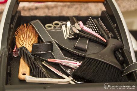 Auswahl der täglichen Arbeitswerkzeuge einer Friseurin