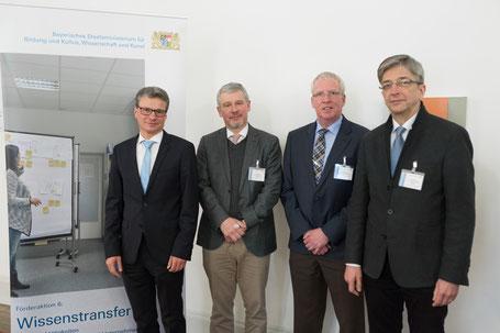 Bescheidübergabe am 23. Februar in der Staatskanzlei in München: v.l.n.r. Wissenschaftsstaatsekretär Bernd Sibler, Prof. Dr. Georg Rainer Hofmann, Prof. Dr. Wolfgang Alm und Prof. Dr. Hans-Georg Stark, (alle drei Hochschule Aschaffenburg).