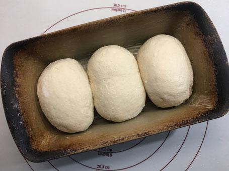 Teiglinge für Toastbrot im Zuaberkasten von Pampered Chef