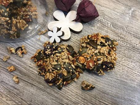 Fertig gebackene Kekse aus Saaten
