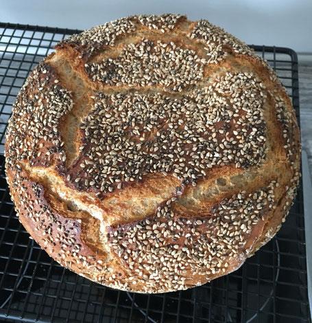Fertig gebackenes Brot  aus dem Zaubermeister