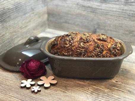 Frisch gebackenes Brot im kleinen Zaubermeister