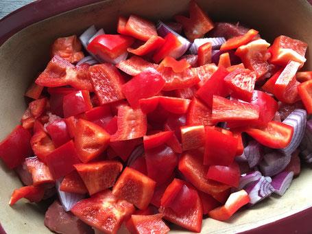 Fleisch mit Paprika und Zwiebeln