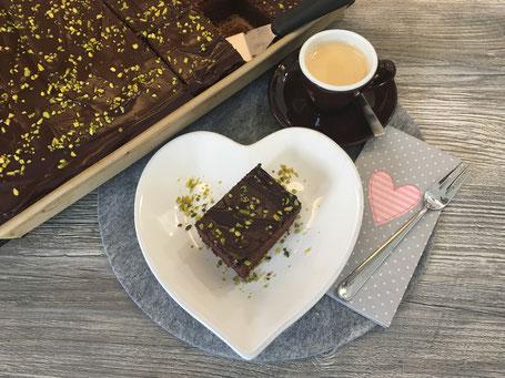 Schokoladiger Rotwein-Kirsch- Kuchen vom Ofenzauberer von Pampered Chef