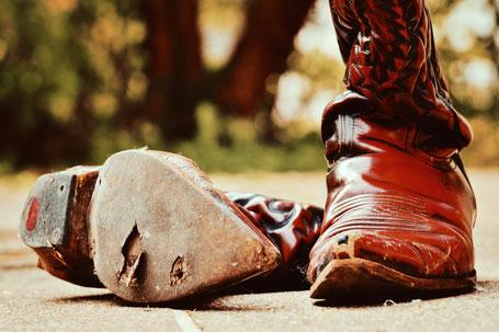 Defekter Cowboy-Boot USA rot-schwarz Rindsleder lackiert