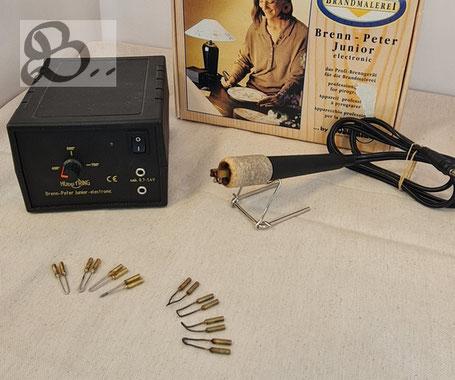 Hobbyring Brandmalstation - Brenn-Peter Junior der mit 4 Standardbrennschleifen, Ablage, Schraubendreher und Brennstift ausgeliefert wird.