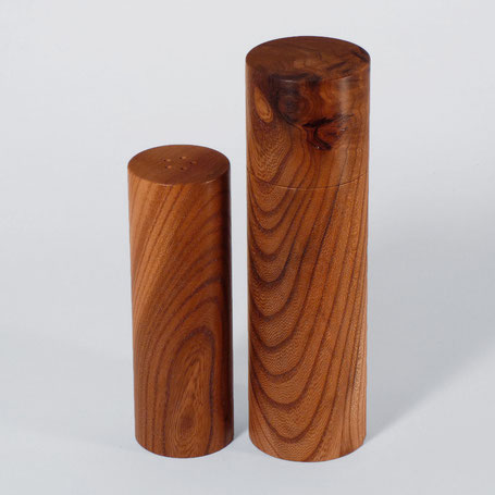 Salzstreuer aus edlem Holz in Zylinderdesign oder als Quader - vom dunklen Edelholz Mooreiche bis hin zum hellen Ahornholz