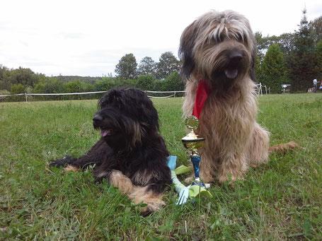 Bentjesgos Lili und Bentjesgos Aila, die stolze Siegerin