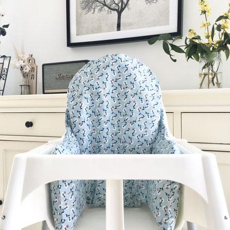 cette image représente un coussin de chaise haute bleuté compatible avec la chaise haute Antilop de chez Ikea