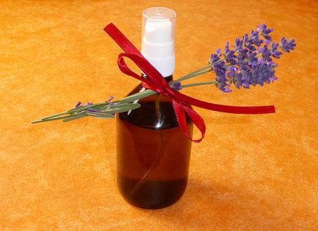 Lavendelessig, selbst gemachter Lavendelessig, Essig aus Lavendel, DIY Lavendelessig