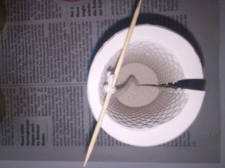 Silikonform mit eingelegtem Docht