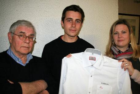 """Pascal Bouvet et Corinne Martel remettent la chemise """"EQUID'Ain"""" à Adrien Godard"""
