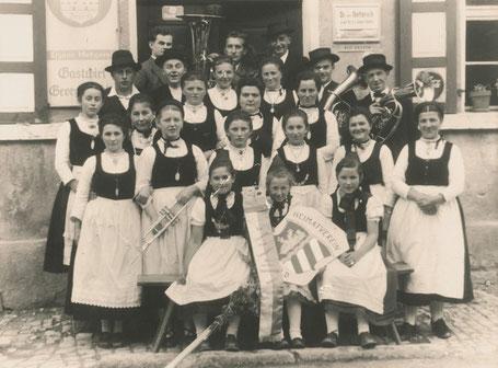 """Abb. 9: Heimat- und Trachtenverein Happurg anlässlich des """"Trachtenfestes"""" 1955."""