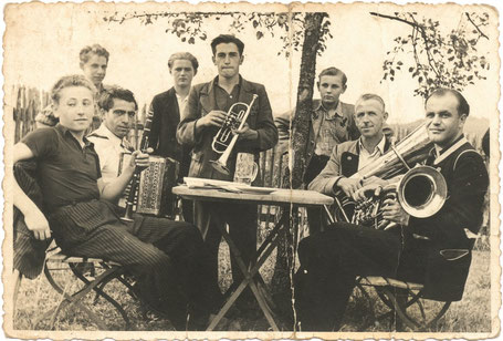 Abb. 5: Leonhard Schramm (Trompete) mit Johann (Tuba) und Konrad (Tenorhorn) Söhnlein, um 1950.
