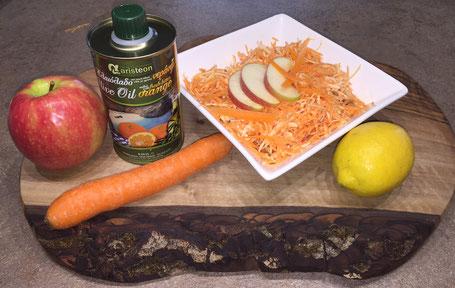Rohkostsalat mit Karotten, Äpfeln und Orangen-Olivenöl