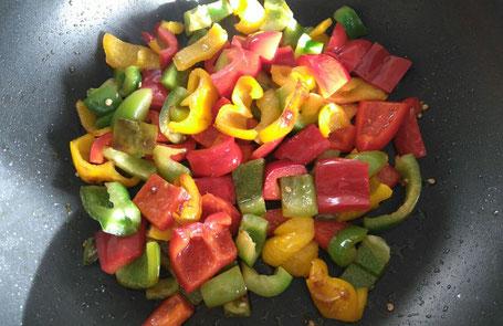 Bunter Paprika in Bio-Olivenöl