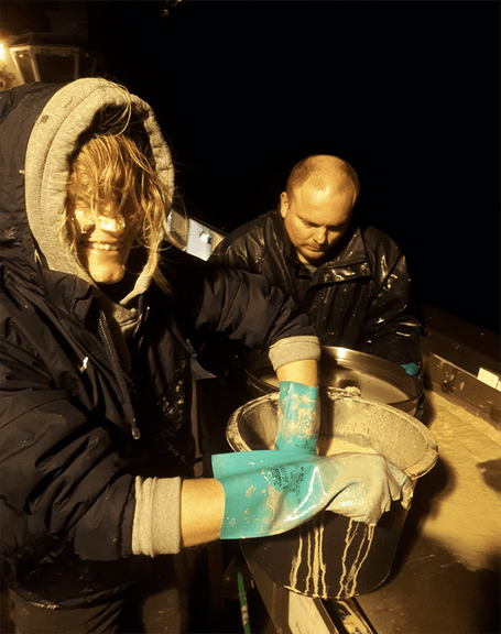 Burrowing into the past: James Taylor (Senckenberg) and Mia Schumacher (GEOMAR) sieving the sludge. Image courtesy Rebecca Mensing, GEOMAR