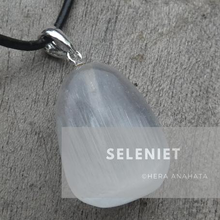 Seleniet hangers, sieraden en edelstenen