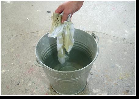 Gefahr der Selbstentzündungbei Ölen: feuersichere Aufbewarung des ölgetränkten Lappens