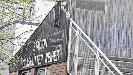 Das Stadion Glashütter Weiher soll saniert werden. Den Antrag von CDU und SPD hat der Hauptausschuss durchgewunken. Foto S.L. Gombert