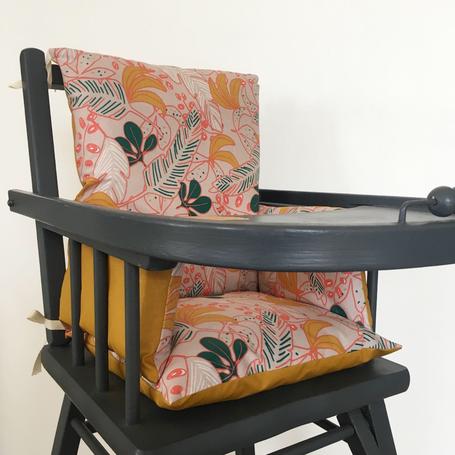 Cette image représente un coussin de chaise haute bi colore pour chaise haute Combelle