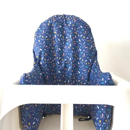 cette image représente une housse de chaise haute bleu compatible avec la chaise haute Ikea