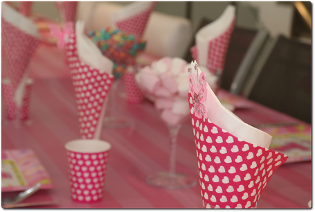 allestimento, tavolo caramellata , cuori, bicchieri, party