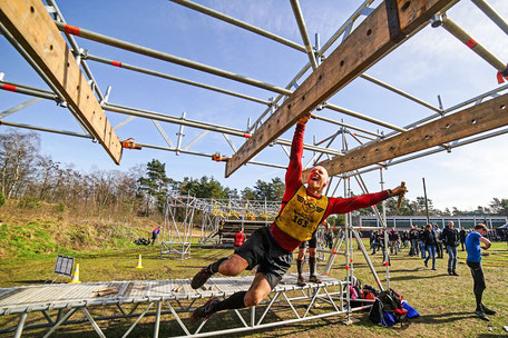 Christian Kraus aus Zürich beim Obstacle Course Race. Strong Viking.