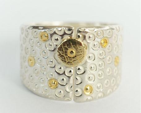 Entrouverte ciselée petits ronds /Disque d'or/Points d'or fusionnés