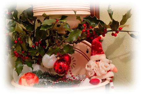 La fontaine de l'entrée aux couleurs de Noël.