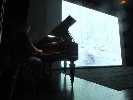 Hommage au piano à Max Linder et Buster Keaton, les précurseurs du cinéma moderne à l'époque du muet