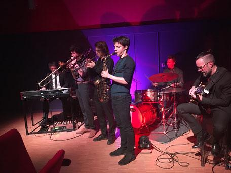 """Mini-concert de jazz, après la projection de """"Whiplash"""" et un débat,  avec Laurent Bataille à la batterie. Photos Jean-Louis Buresi"""