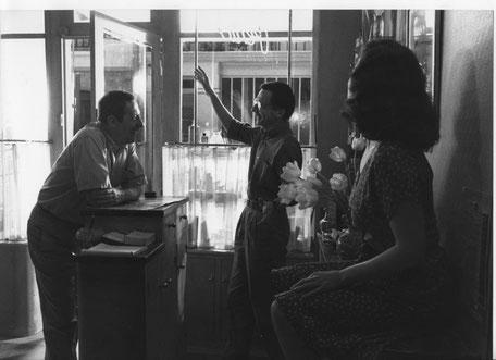 """Le tournage mouvementé du """"Mari de La coiffeuse"""", ici avec Patrice Leconte, Jean Rochefort et Anna Galiena. Photo DR"""