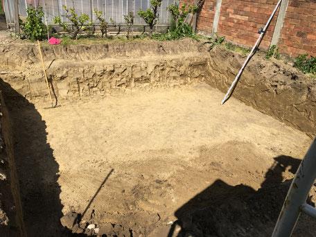 Swimmingpool ausgraben