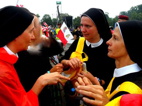 Eucharistinerinnen tauschen sich beim Weltjungedtag aus
