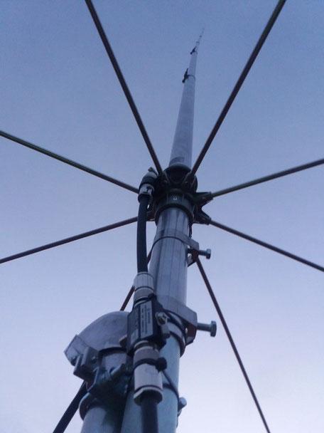 CB-Funk Stationsantenne, montiert auf einem Einfamilienhaus durch die Smart Home Kos GmbH