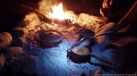 Koken op een kampvuur