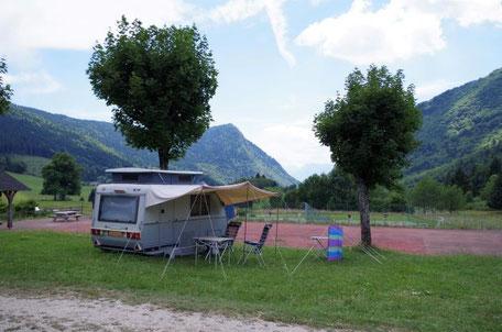 emplacement engazonné camping Sappey en Chartreuse