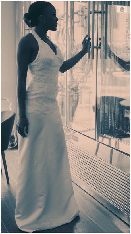 Robe de mariée en dentelle, encolure américaine, jupe évasée